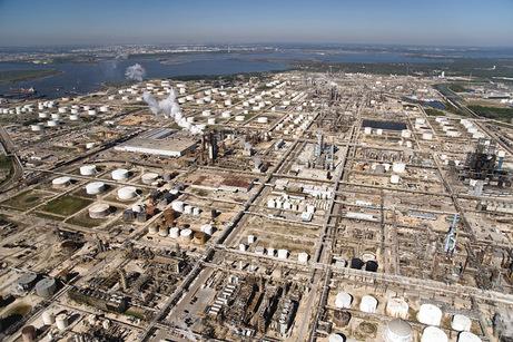20081018-104725-exxonbaytown-750px